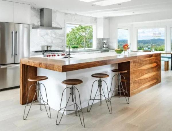 מטבח מיוצר בהזמנה אישית אם אי בצבע עץ